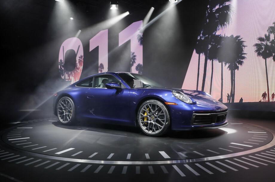 AVDUKET: Åttende generasjon Porsche 911 er født. Den har fått modellbetegnelsen 992. Minner den ikke om noe...? Foto: Porsche