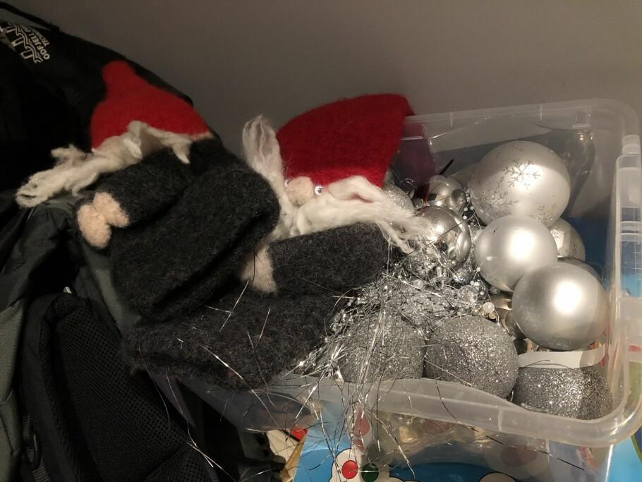LAGRET I KALD BOD? Lagrer du julepynten i en kald bod? Da bør du sjekke den godt før du henter den frem og pynter huset til jul. Foto: Linn Merete Rognø.