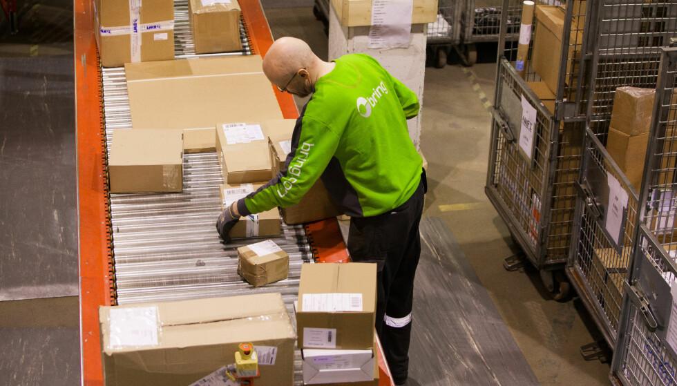 MANGE PAKKER: Det settes pakkerekord for både Posten og Post Nord etter årets black friday-uke. De oppfordrer alle som har bestilt noe til å hente det så fort som mulig. Foto: Håvard Jørstad.