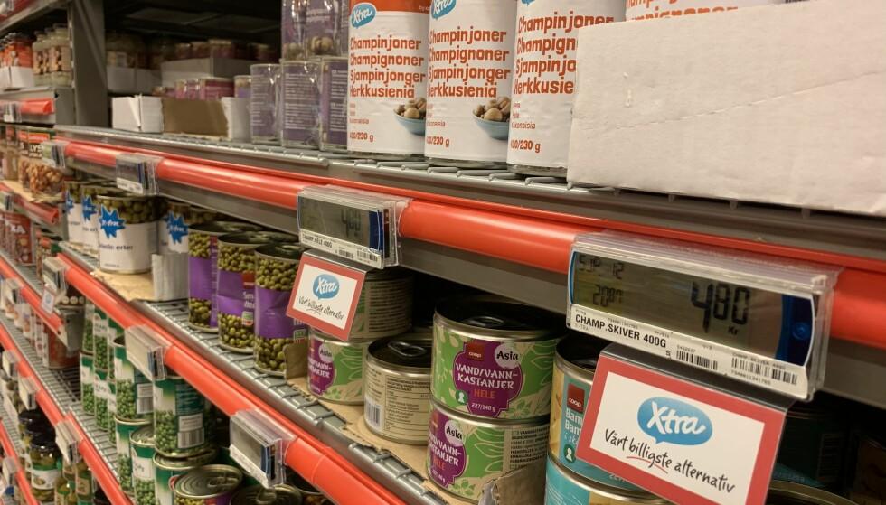 VIL HJELPE KUNDENE: Slik har Coop Extra merket sine beste tilbud, for å bidra til at kundene sparer penger. Foto: Harald Kristiansen/Coop.