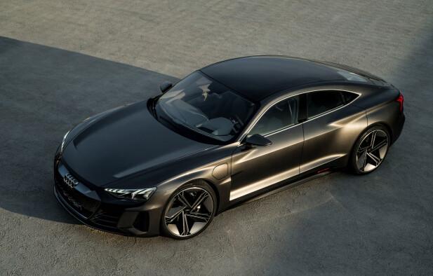 RUVER: Den er lang, lav og bred, utstyrt med matrix LED-lys og 22-toms felger. Foto: Audi