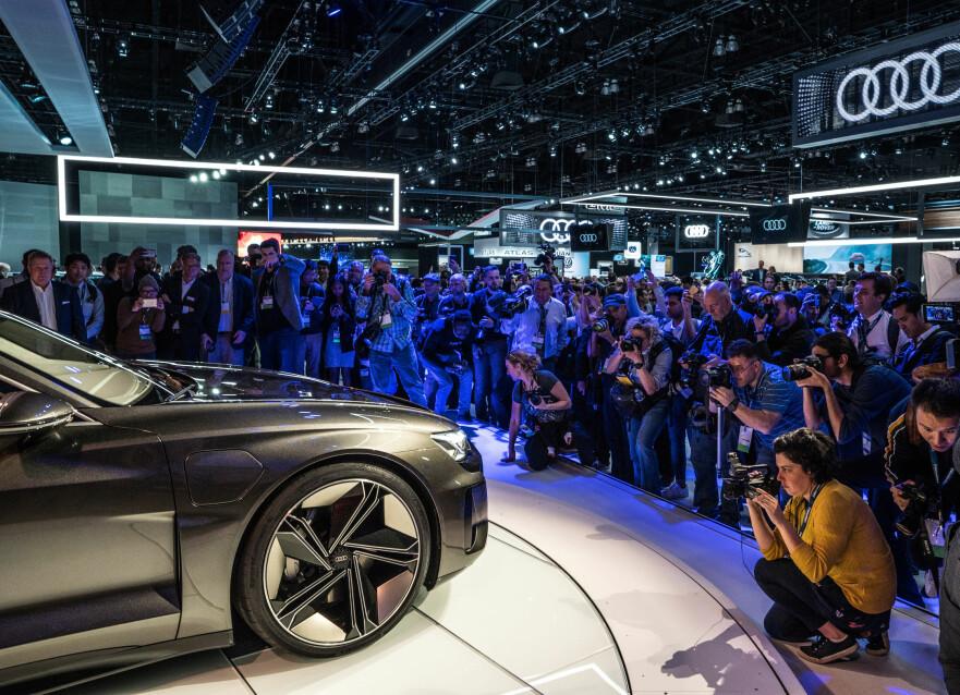 PREMIERE I LA: Først kommer SUV-en e-tron quattro, så kommer e-tron sportback, deretter kommer e-tron GT. Sistnevnte er forhåndsvist helt nylig som konseptbil på bilutstillingen Los Angeles Auto Show. Foto: Audi