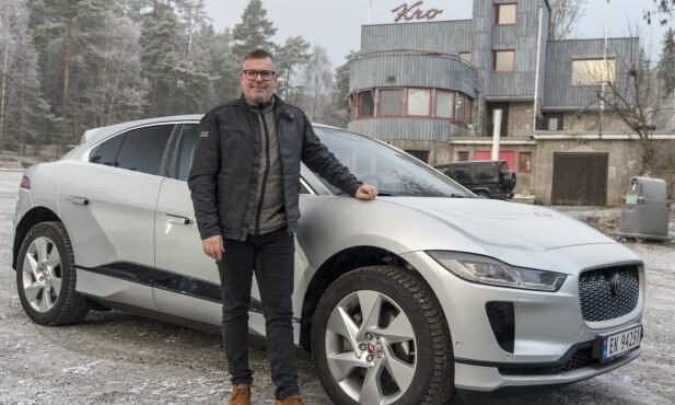 PÅ PLASS: PR-sjef for Jaguar Land Rover Skandinavia. Søren Hyltoft viste frem nye I-Pace for Årets Bil-juryen. Foto: Jamieson Pothecary