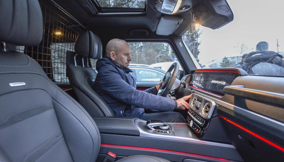 MILJØSVIN: Ståle Frydenlund fra Elbilforeningen kunne helt klart se gleden med bensinslukeren Mercedes-AMG G63. Foto: Jamieson Pothecary