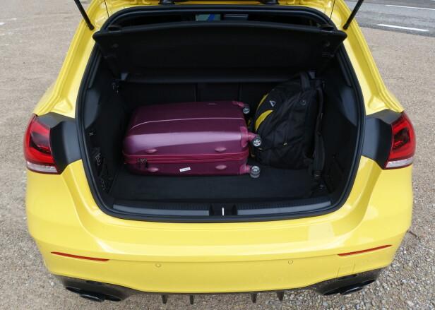 HELT OK: Bagasjerommet på 370 liter er på det jevne, eller litt under, i kompaktklassen. Foto: Knut Moberg