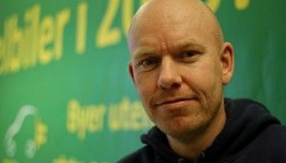 REAGERER: Ståle Frydenlund er seniorrådgiver i Norsk elbilforening. Foto: Elbilforeningen