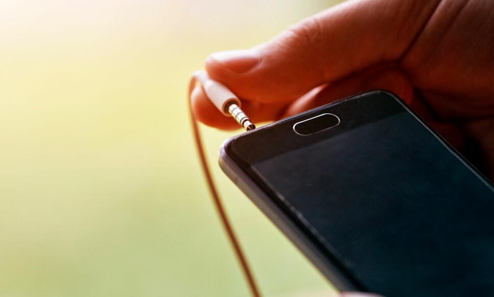 DET VAR EN GANG: Nå har også Samsung droppet lydutgangen i sin nyeste telefon. Foto: Shutterstock / NTB Scanpix