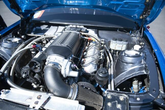SVÆR: En stor V8'er med kompressor gir lite ventetid, og mye krutt. Foto: Kaj Alver
