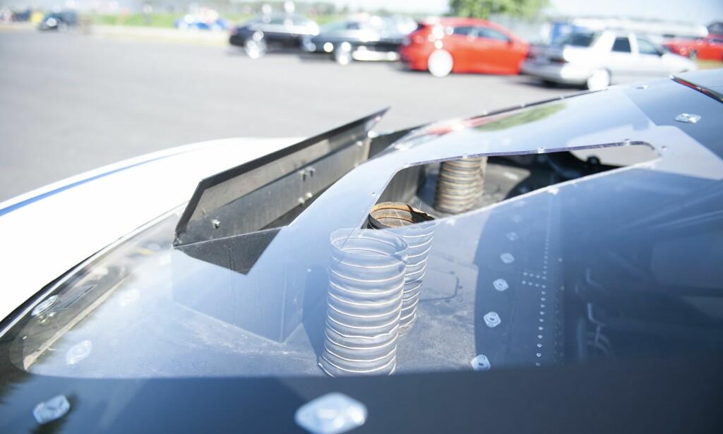 MER VANLIG: Mange velger å ha kjølingen bak i bilen. Både effektivitet og vektbalanse spiller inn. Foto: Kaj Alver