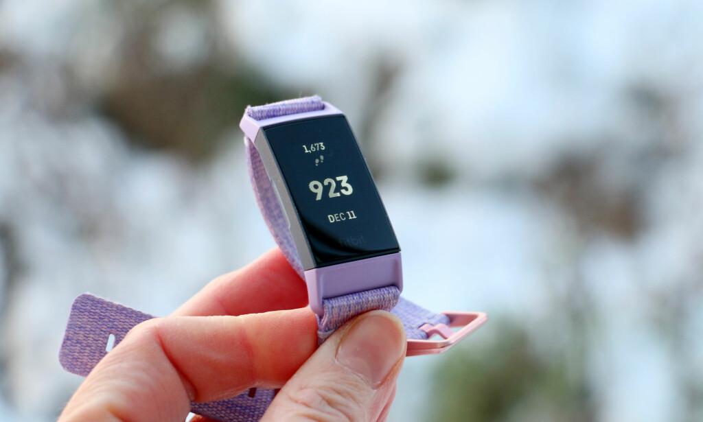 TEST AV FITBIT CHARGE 3: Et godt valg for mange, fordi både klokka og appen er enkel i bruk. Foto: Kristin Sørdal