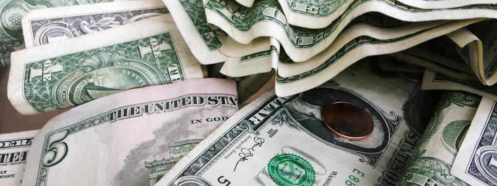 DOLLARMILLIONÆR? Vår kalkulator regner ikke i dollar, men du kan finne ut når du blir millionær i kroner og øre. Foto: AP Photo/Mark Lennihan