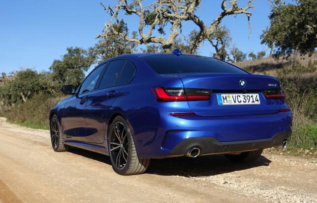 REN DESIGN: Testbilen er en 330i med utstyrsgraden M Sport. Typisk BMW-fasong, fremoverlent og rett-på sak. Baklyktene har fått ny design, med markant L-form. Foto: Knut Moberg