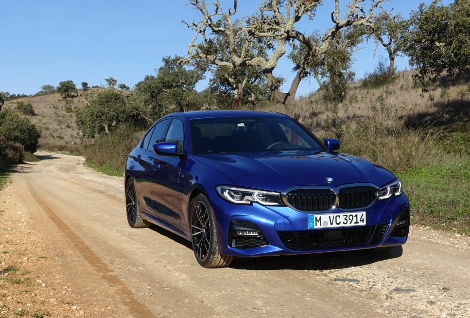 NUMMER SYV ER KLAR: Ja, nå er snart 6. generasjon BMW 3-serie et tilbakelagt kapittel og vi har prøvekjørt etterfølgeren. Ikke overraskende overgår den sine forgjengere på alle områder og vi spør oss: Er ikke dette egentlig den beste av alle BMW-ene? Foto: Knut Moberg