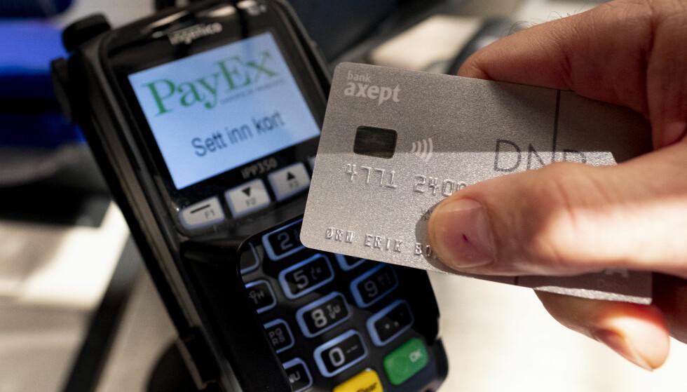 <strong>KONTAKTLØS BETALING:</strong> Storebrand tror at kontaktløs betaling vil bli enda vanligere fremover, med bedre infrastruktur og bredere utvalg av tjenester fra bankene, som er til det beste for kunden. Foto: Fredrik Hagen/NTB Scanpix.