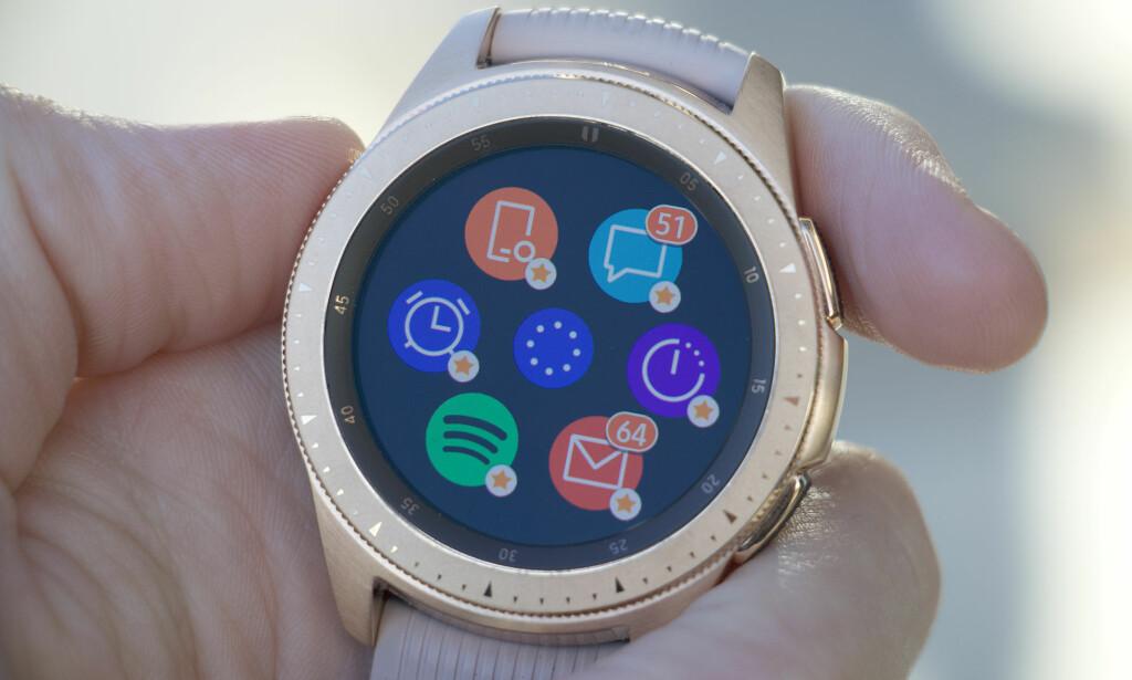 TRADISJONELL KLOKKEDESIGN: Samsung fortsetter å lage smartklokker som ser ut som tradisjonelle mekaniske ur. Foto: Kirsti Østvang