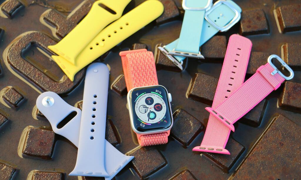 TIL HVERDAG OG FEST: Apple har gjort stor business på armbånd til Apple Watch. De slipper jevnlig nye varianter i ulike materialer og farger. Og vipps har du en smartklokke som kan brukes til både trening og fest. Foto: Kirsti Østvang