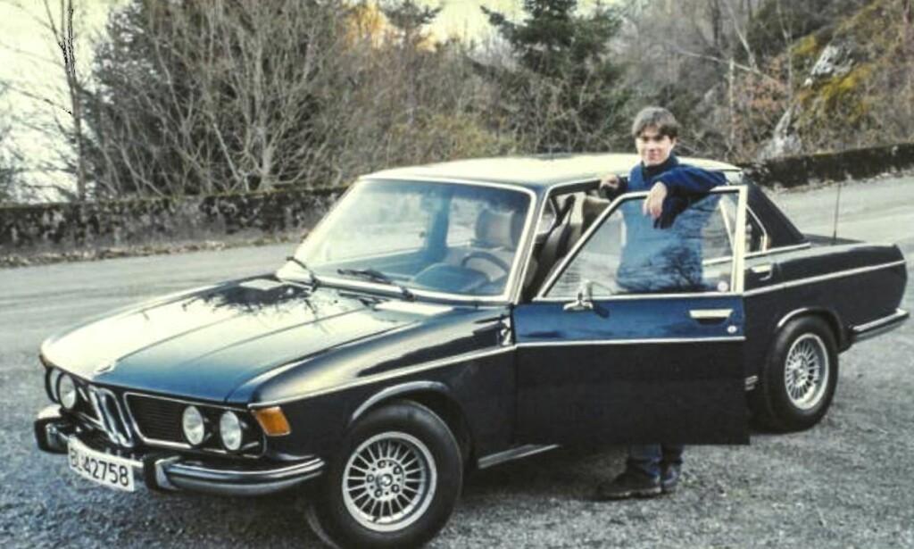 BLÅTT BLOD: Arnulf Stakkestad sparte konfirmasjonspengene og  kjøpte kong Haralds gamle bil, en 1973 BMW 3.0Si. Foto: Privat