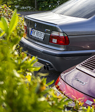 SAMLEOBJEKTER: BMW M5 fra 2003 og Porsche 993 har steget mye i verdi de siste årene. Entusiastene sier E39 M5 er den beste laget noensinne ... Foto: Paal Kvamme