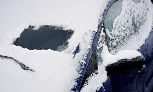 image: Lei av å skrape is og snø fra frontruta?