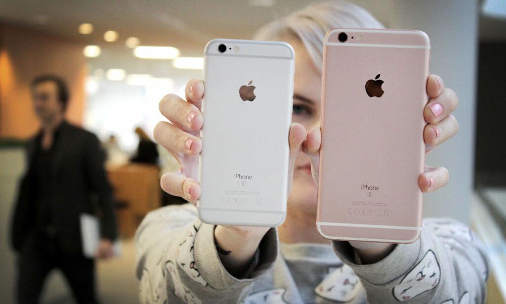 SNART SLUTT PÅ RABATT: Nyttårsaften er siste dag hvor Apple tilbyr rabatt på batteribytte på eldre iPhone-modeller. Foto: Ole Petter Baugerød Stokke