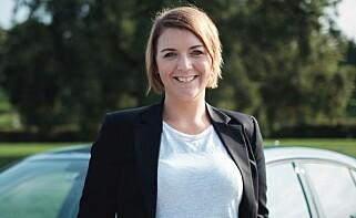 FORNØYD: Generalsekretær Christina Bu i Elbilforeningen presenterer svarene fra årets spørreundersøkelse. Foto: Norsk elbilforening