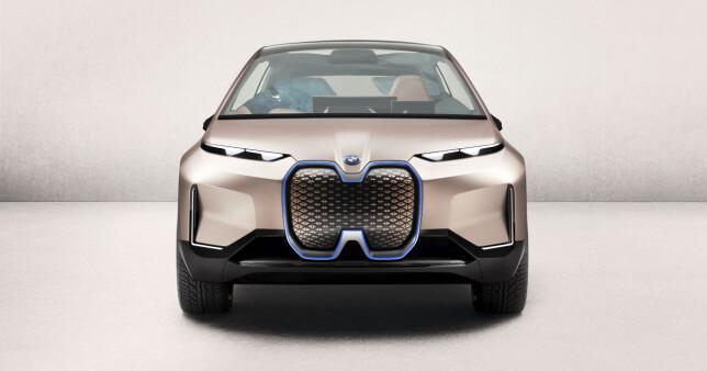 FREMTIDENS BMW-DESIGN? Det blir spennende å se hvor mye av det som er vist på konseptbilen, vil henge med til den kommer i produksjon om tre år. Foto: BMW