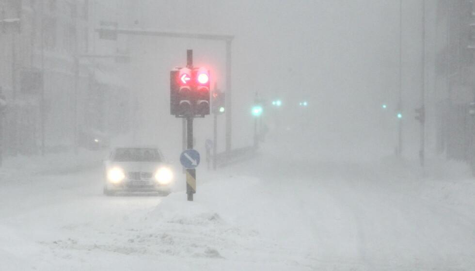 <strong>GLATT FØRE:</strong> Mye nedbør og varierende temperaturer kan føre til glatta veier flere steder i juleutfarten. Foto: NTB Scanpix