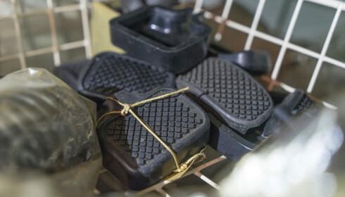 SKATTEJAKT: Ny pedalgummi fra midten av 1960-tallet er bare en av skattene i Kalseths skuffer og skap. Foto: Paal Kvamme