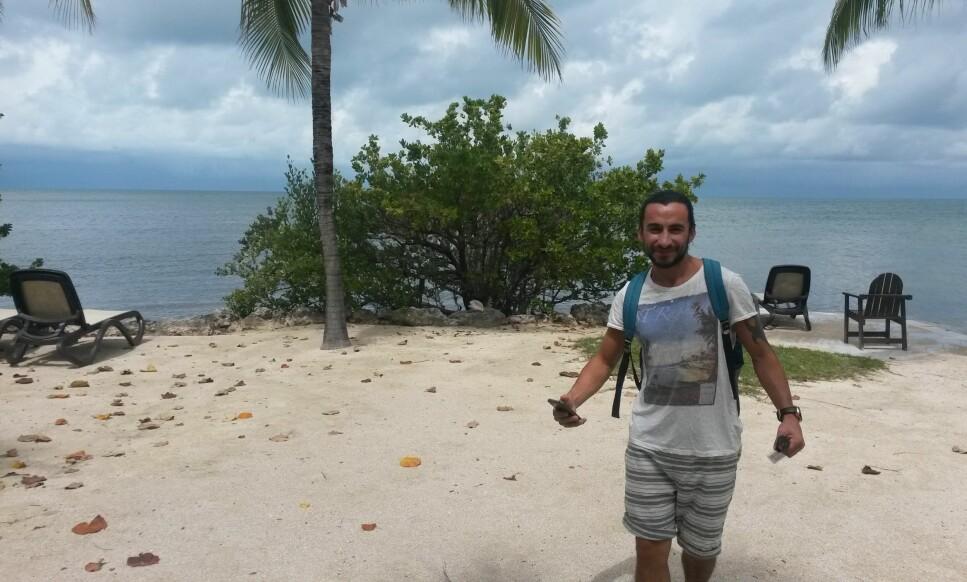 SOLSKINNSSTATEN: Hoshiar er veldig glad i å ta med seg seg familien til Florida i USA, her med utsikt over havet. Foto: PRIVAT