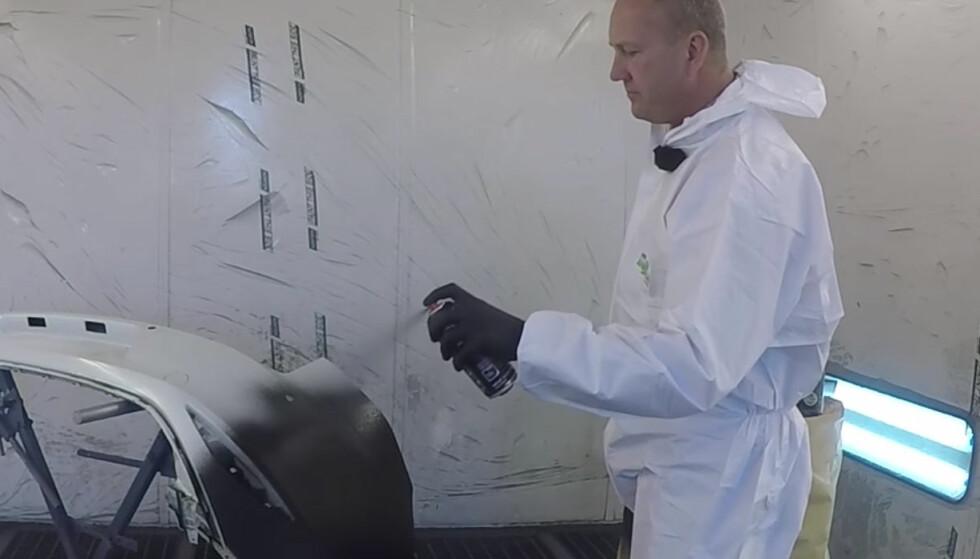 UTROLIG ENKELT: Denne spraylakken kan brukes på nær sagt alle underlag. Foto: Rune Nesheim