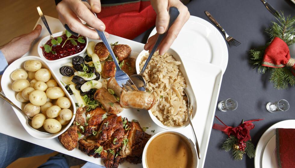 UNNGÅ MATFORGIFTNING: Pass på hvordan du oppbevarer mate, ellers kan du ende med å tilbringe jula på do, sier Mattilsynet. Foto: NTB Scanpix