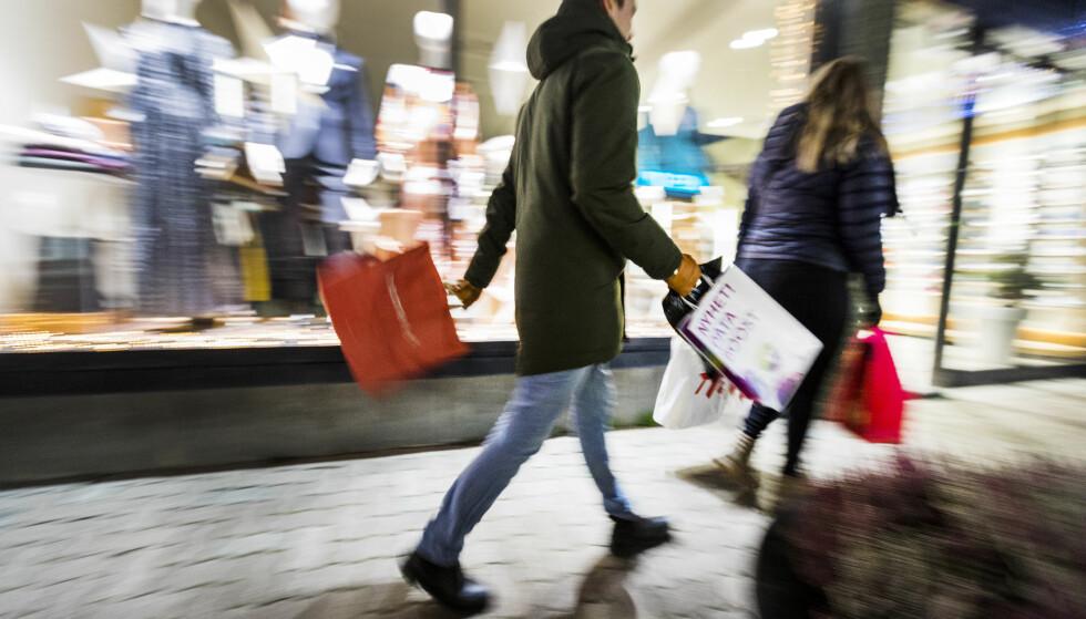HANDLEDAG NUMMER ÉN: Fredag 21. desember blir den dagen vi handler julegaver for størst sum, ifølge Virke. Foto: Gorm Kallestad/NTB Scanpix.