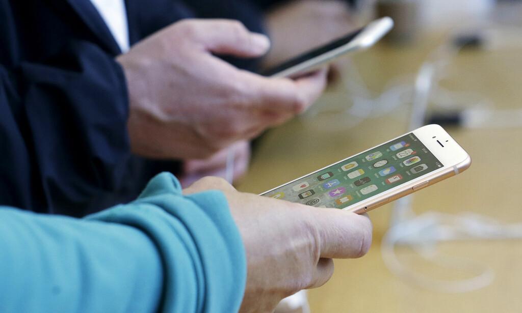 IPHONE-STANS: Apple må stanse salget av iPhone 7 og iPhone 8 i Tyskland. Foto: Jeff Chiu/AP