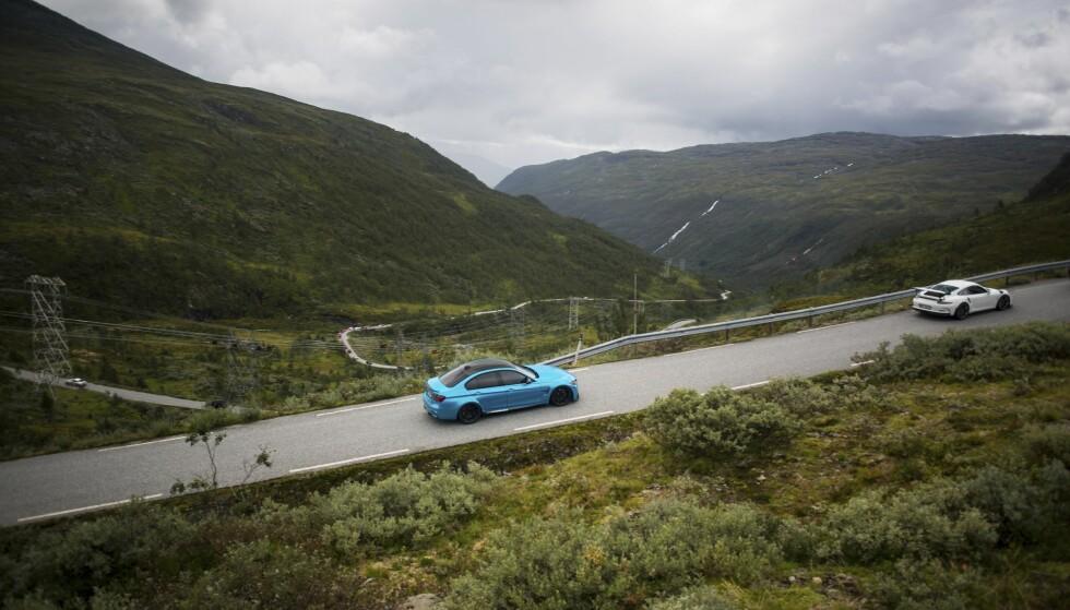 MEGASUS: Noen av veiene gir deg et deilig sus i magen, når du kjører i den vakreste natur Norge har å by på. Foto: Dave Cox
