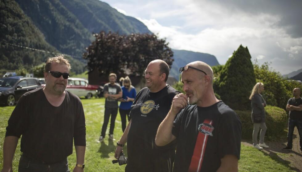 LØST OG FAST: Tom Helge Lavik, Roar Hofstedt og Arnstein Ellingsen kjørte henholdsvis Dodge RAM, Chevrolet Van og Dodge Viper. Foto: Dave Cox