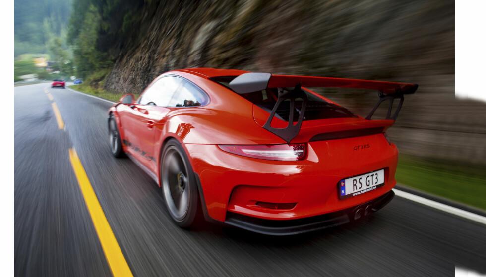 STØDIG SJÅFØR: Roger Bakken har hamstret medaljer i både bakkeløp, rally og asfaltracing i perioden 1990 til 2007, og stilte med sin Porsche 991 GT3 RS! Foto: Dave Cox