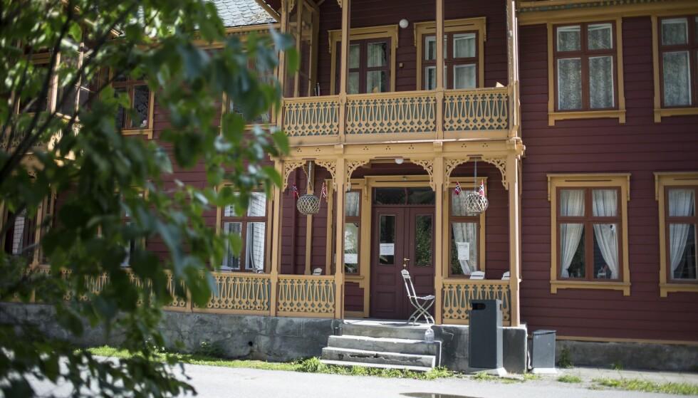 START: Turen startet ved hotellet i Lærdalsøren. Foto: Dave Cox
