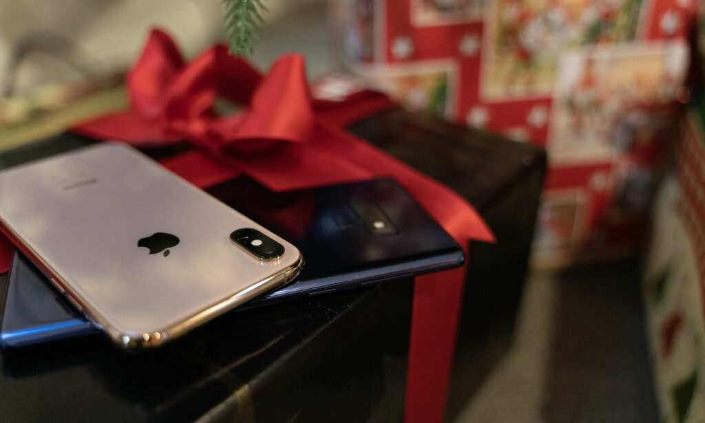 NY TIL JUL? Om du går fra iPhone til Android, andre veien eller holder deg til samme operativsystem, er det kjekt å få med seg innholdet fra den gamle telefonen. Foto: Martin Kynningsrud Størbu