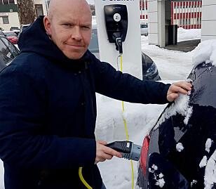 TROR PÅ TILGANG: Senior kommunikasjons-rådgiver Ståle Frydenlund i Elbilforeningen sier de følger med på hva som skjer rundt batteri-produksjonen til elbilene. Foto: Norsk elbilforening