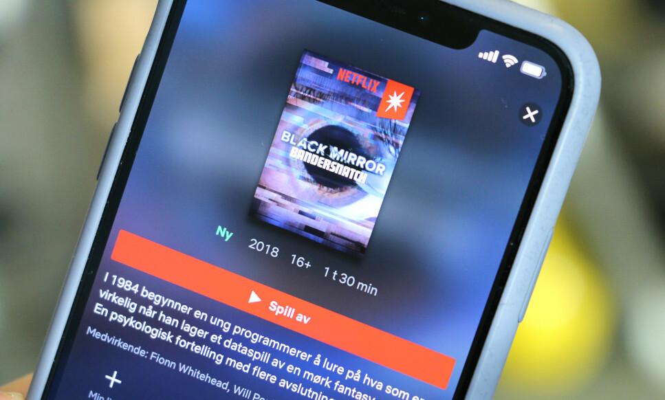 KOMPATIBEL: Du ser om du kan se den nye interaktive filmen på Netflix ved at det er en rød boks med hvit stjerne på omslagsbildet. Her ser vi den i iPhone-appen. Foto: Kirsti Østvang