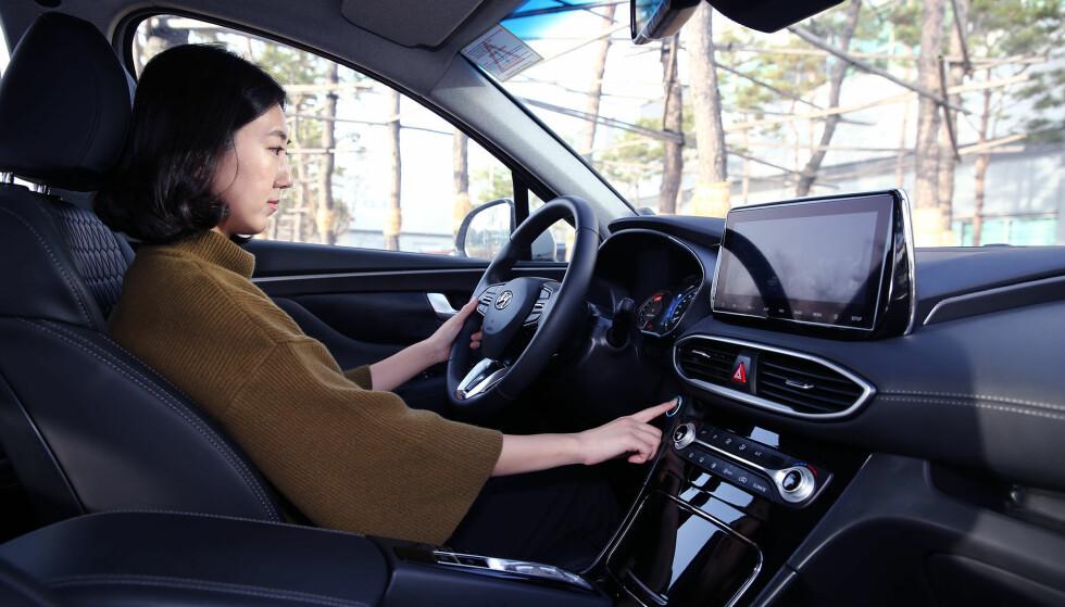 <strong>STARTER OGSÅ:</strong> Startknappen er også byttet ut med en skanner for fingeravtrykk. Foto Hyundai.