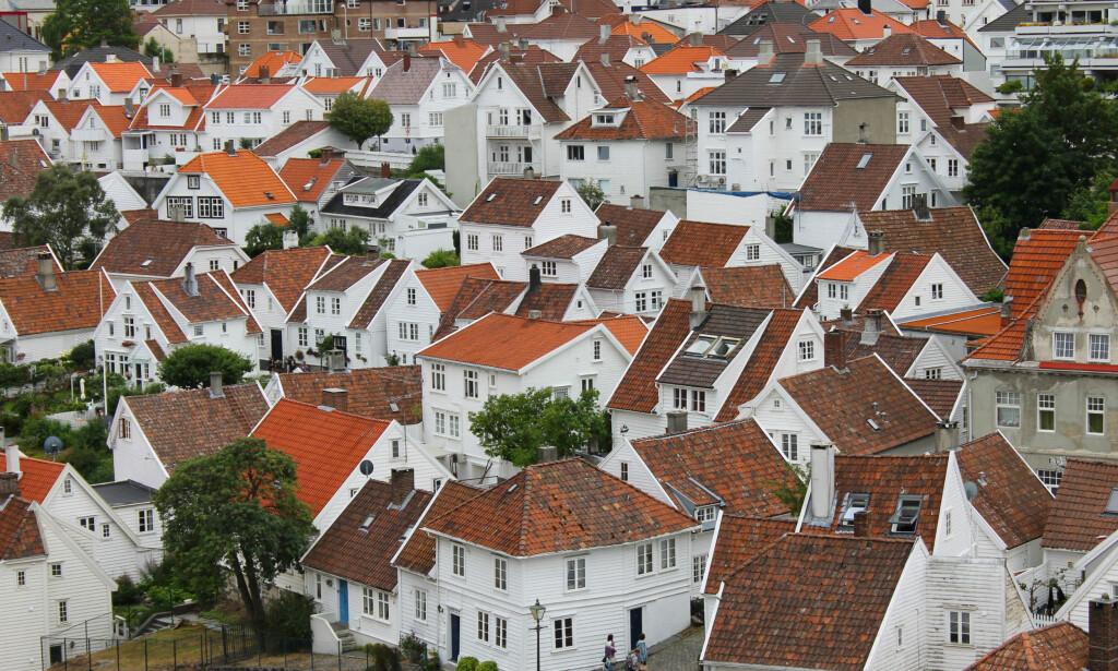 NYE REGLER: Det er flere skatteregler knyttet til bolig du bør få med deg, men husk at årets skattemelding har reglene fra 2018, så da har du tid til å forberede deg på alt det nye dersom du jakter på, eier eller leier bolig. Bildet er fra Gamle Stavanger. Foto: Shutterstock/NTB Scanpix.