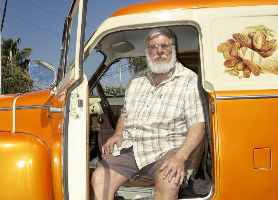 BILGAL:  Fred Eksteen lever av hobbyen sin. Jo eldre Volvoen er, jo bedre. Foto Fred Magne Skillebæk