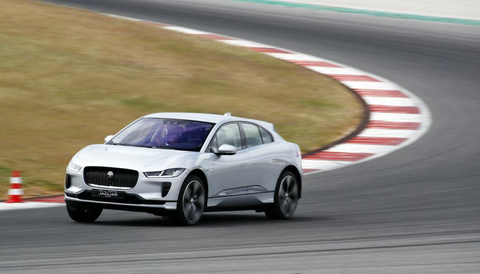 EN VINNER: I et marked der omveltningene forsterkes, fremsto Jaguar som en vinner i 2018. Takket være elbilen I-Pace, greide det britiske prestisjemerket for første gang i Norge å selge over 1000 biler på ett år: Hele 1360 nye Jaguarer ble registrert i året som gikk. Foto: Jaguar