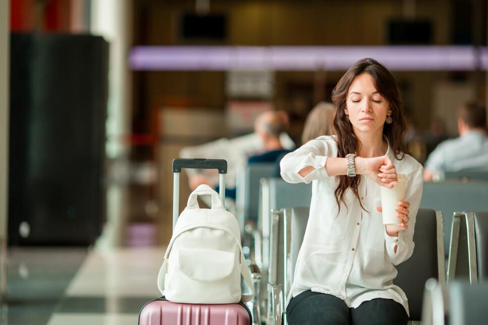 LANG VENTETID: På enkelte flyplasser må du belage deg på å vente i noen timer av flere grunner. I artikkelen under får du vite hvilke flyplasser dette gjelder, og hva du kan gjøre for å korte ned ventetiden. Foto: Scanpix.