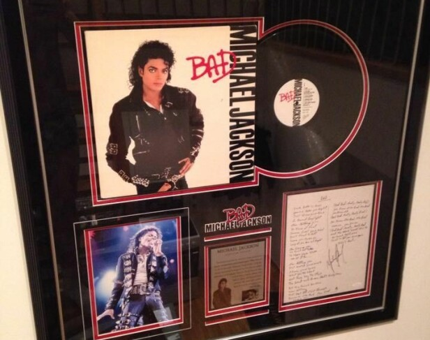 DYREST PÅ FINN: 30.000 Michael Jackson-ting ble forsøkt solgt på Finn.no, samlet for 18 millioner kroner. Det endte med at noen av tingene ble solgt på auksjon i Los Angeles, USA. Foto: Gjengitt med tillatelse fra selger, Richard Andrè Fossaas