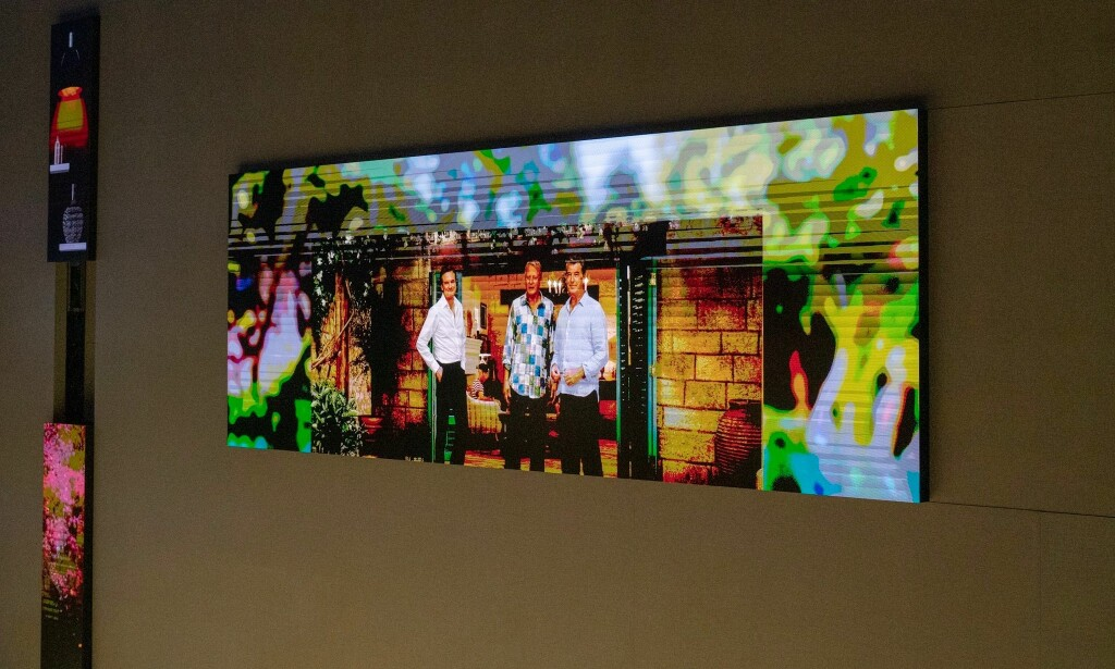 Et eksempel på flere MicroLED-fliser satt sammen til én TV. Foto: Martin Kynningsrud Størbu
