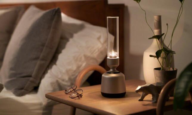 IKKE BARE LYS: Sonys Glass sound speaker kan, som navnet tilsier, spille musikk også. Foto: Sony