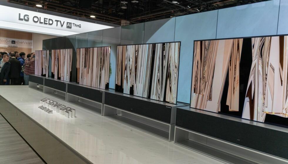 <strong>RULL DEN UT:</strong> LGs rullbare TV er snart klar for markedet. Foto: Martin Kynningsrud Størbu.