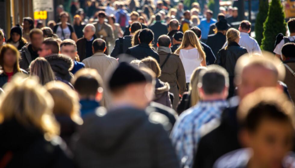 KONSUMFALL: Nye tall fra SSB viser en nedgang i husholdningenes konsum, samt varekonsumet. Foto: Shutterstock/NTB Scanpix.